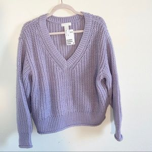 NWT H&M lilac sweater in size medium.
